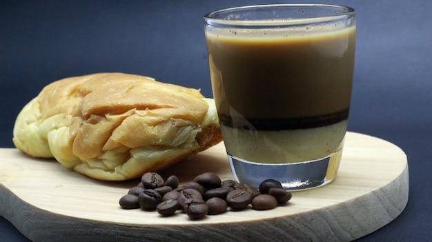 Lekkere koffiebonen, espresso, brood, fotoshoot