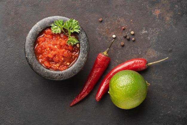 Lekkere maaltijd met sambal arrangement