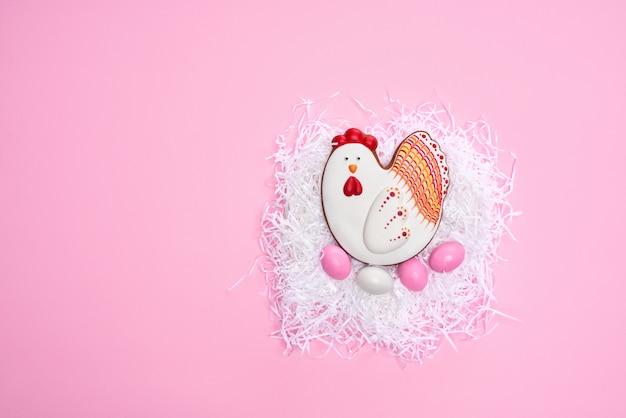 Lekkere peperkoekkoekjes in de vorm van kip en eieren