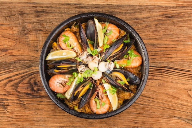 Lekkere spaanse paella met zeevruchten