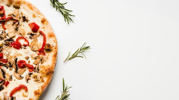 Lekkere vegetarische pizza bovenaanzicht