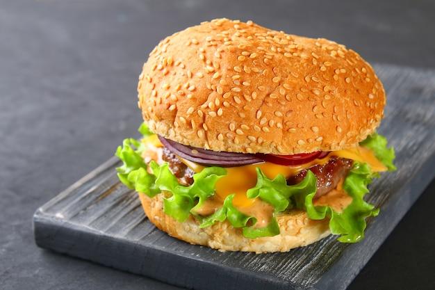 Lekkere zelfgemaakte hamburger