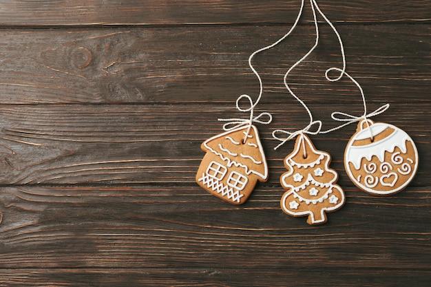 Lekkere zelfgemaakte kerstkoekjes op houten, ruimte voor tekst. bovenaanzicht