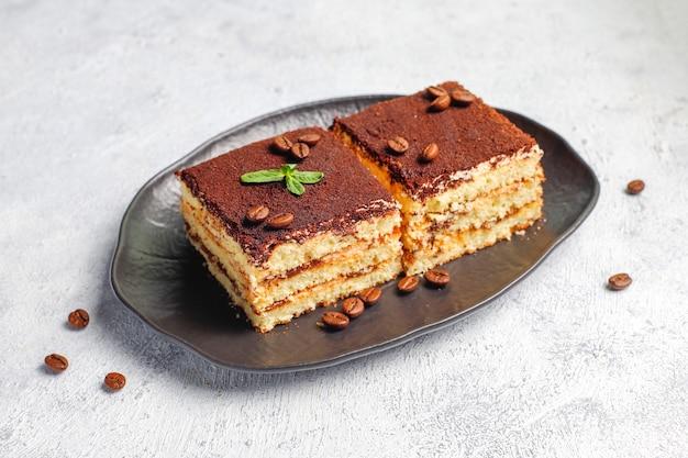 Lekkere zelfgemaakte tiramisu cake.