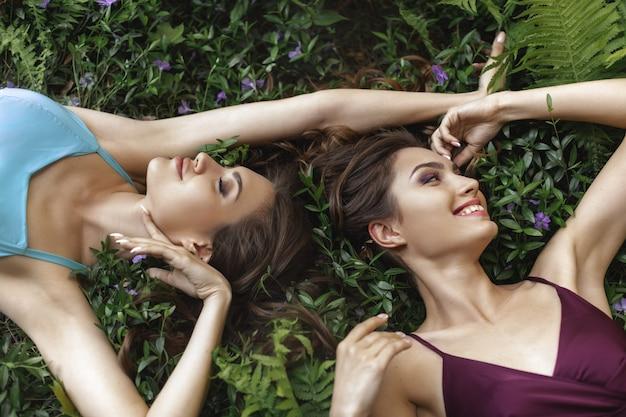 Lente schoonheid of vrouw natuurlijke cosmetica concept.