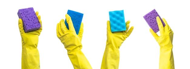 Lente schoonmaak banner, hand in gele rubberen handschoenen met verschillende keuken sponzen, schoonmaak dienstverleningsconcept, geïsoleerd op een witte achtergrond foto