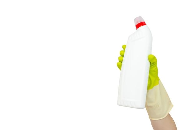 Lente schoonmaak concept. bovenaanzicht van hand in gele rubberen handschoenen met witte fles met vloeibaar wasmiddel. schoonmaak leveringen concept. desinfectie of hygiëneconcept bij uitbraak van het coronavirus.