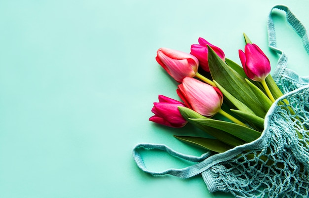 Lente tulpen in eco tas