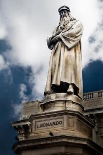 Leonardo standbeeld