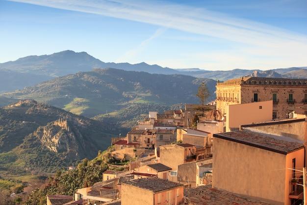 Leonforte, sicilië