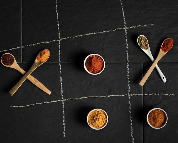Lepelpakket en kommen met specerijen