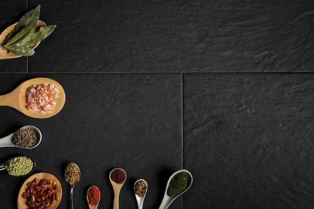 Lepelpakket met specerijen-kopieerruimte