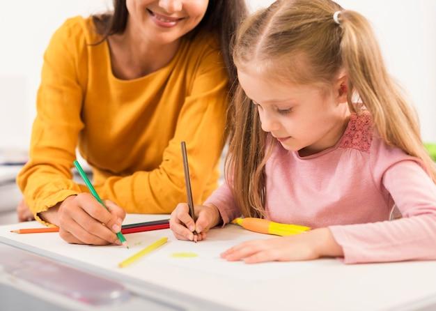 Leraar en student in de klas