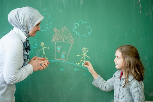 Leraar met haar studenten