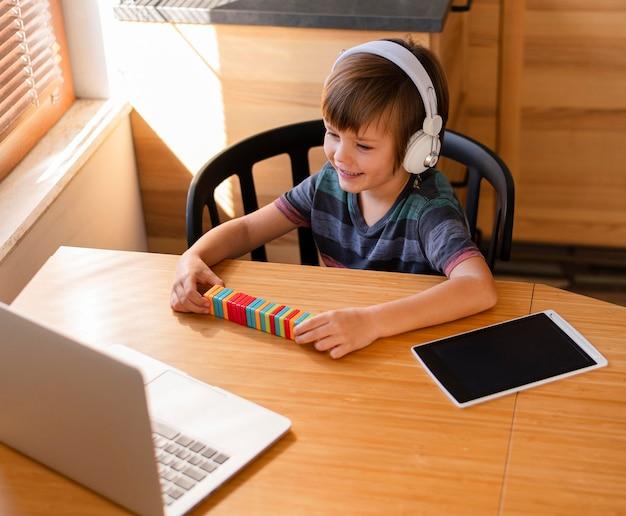Leren door middel van virtuele lessen hoog inzicht