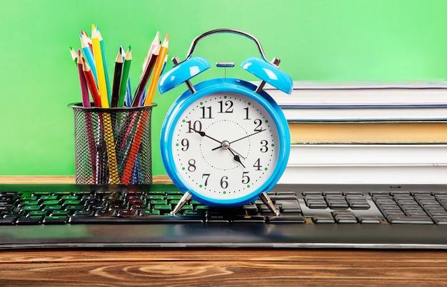 Leren en ontwikkelen, tijd om te leren. examen voorbereiding concept.