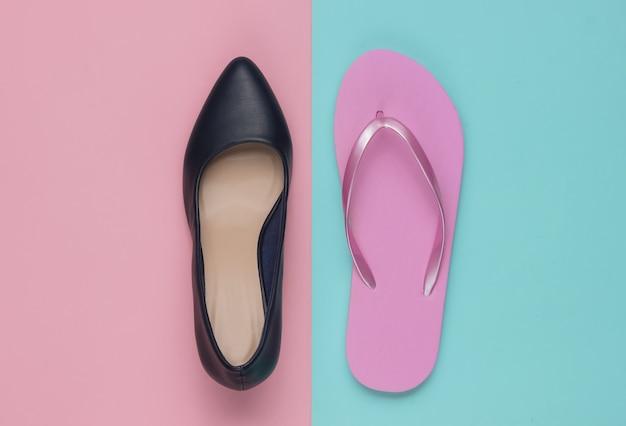Leren schoenen met hoge hakken en slippers op gekleurd papier