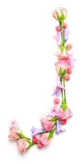 Letter j gemaakt van bloemen op witte achtergrond