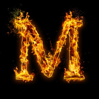 Letter m. fire vlammen op zwart