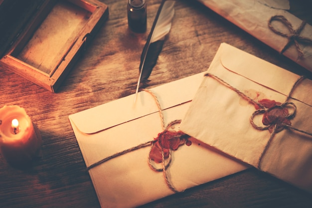 Letters en inkt op tafel