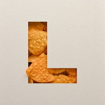 Lettertypeontwerp, abstract alfabet lettertype met driehoekige maïsspaanders, realistische blaadentypografie - l.