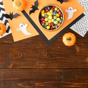 Leuk halloween-concept met exemplaarruimte