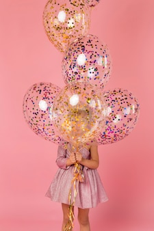 Leuk meisje met ballonnen