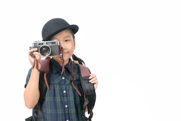 Leuk neemt weinig aziatisch meisje beeld met uitstekende geïsoleerde camera en exemplaarruimte