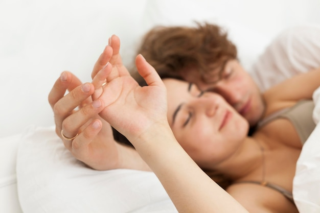 Leuk paar dat samen close-up slaapt