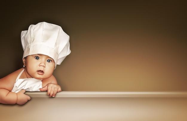 Leuke achtergrond voor kindermenu met kleine babychef