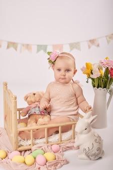 Leuke baby in pasen-samenstelling