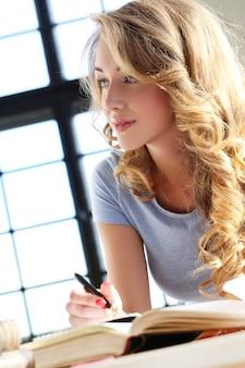 Leuke blonde vrouw