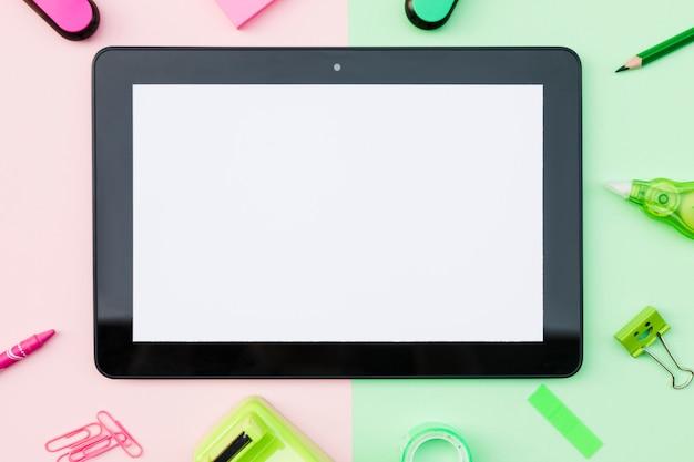 Leuke briefpapier met tablet in het midden