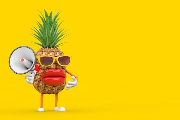 Leuke cartoon fashion hipster gesneden ananas persoon karakter mascotte met rode retro megafoon op een gele achtergrond. 3d-rendering