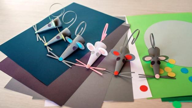 Leuke handgemaakte muizen met gekleurd papier