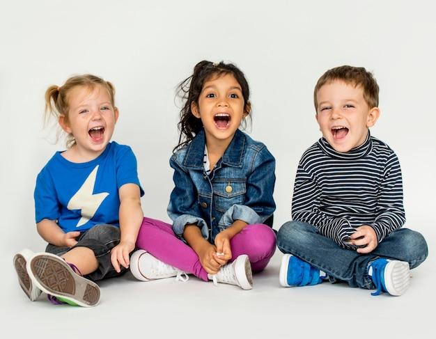 Leuke kleine kinderen plezier samen
