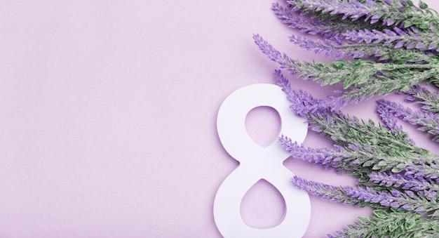 Leuke lavendel voor de dag van vrouwen met exemplaarruimte