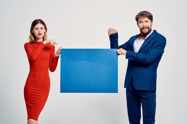 Leuke man en vrouw herfst mockup poster reclame presentatie studio i