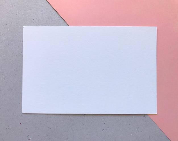 Leuke roze en grijze geweven witboeksjabloon
