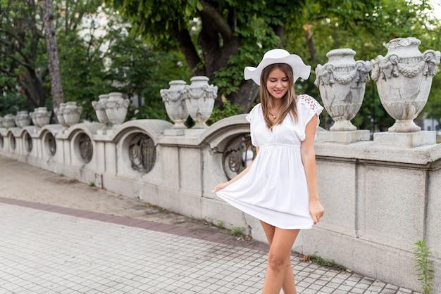 Leuke vrouw in het stadspark