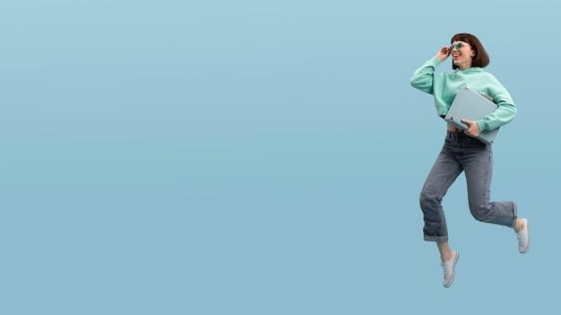 Leuke vrouw springen geïsoleerd op blauw met kopie ruimte