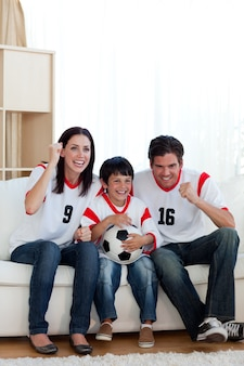 Levendige familiewaak voetbalwedstrijd
