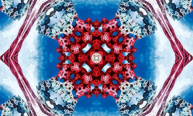 Levendige rode achtbaan op duidelijke wolkenloze blauwe hemel zeshoekig herhalend caleidoscopisch ontwerp als achtergrond.