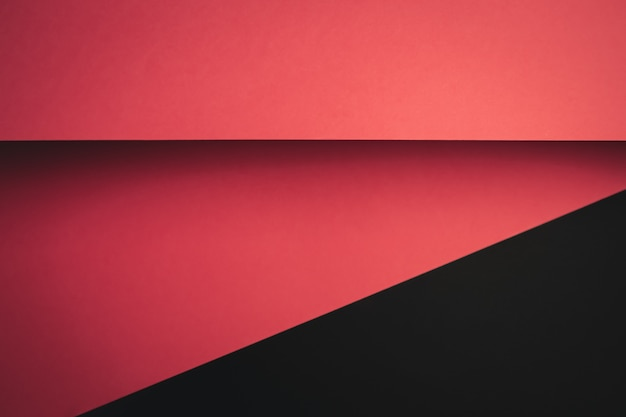 Levendige roze en zwarte plat leggen achtergrond met scherpe lagen en schaduwen met kopie ruimte
