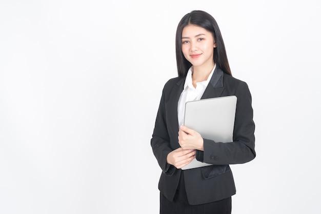 Levensstijl bedrijfsmensen die laptop computer op bureau houden