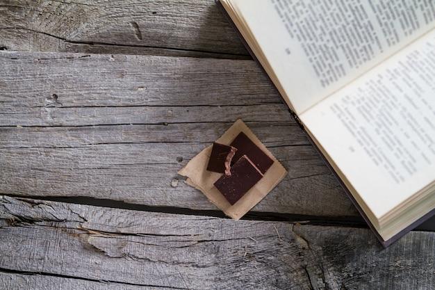Levensstijl - theechocolade en boek