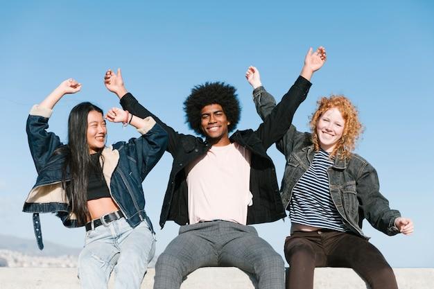 Levensstijl van jonge vrienden buitenshuis