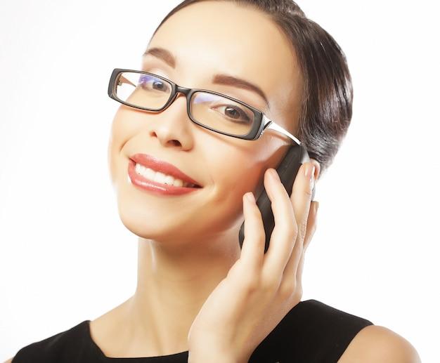 Levensstijl, zaken en mensenconcept: glimlachende bedrijfsvrouw
