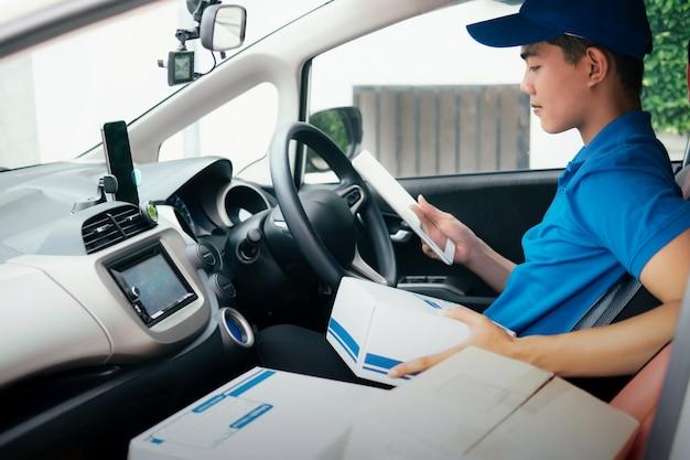 Lever service, mailing en logistiek concept.