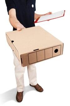 Levering: man leveren pakket aan klant, geïsoleerd op wit